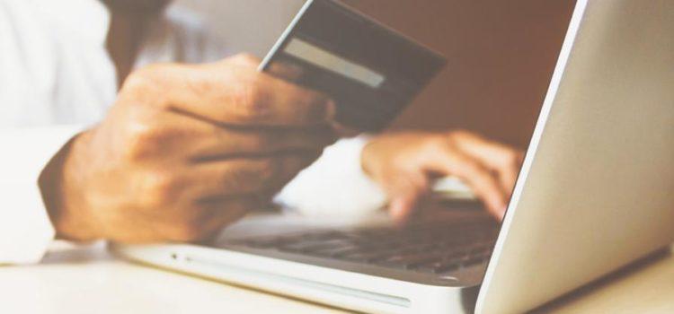 Använd akreditkort eller lösa lån